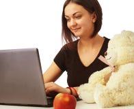 La donna lavora all'affare di computer, soldi, produzione, rapporto Fotografie Stock