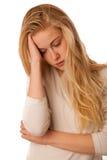 La donna malata con influenza, febbre ed emicrania o emicrania ha isolato il ove Immagini Stock