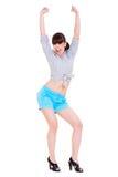 La donna molto felice con lei ha alzato le braccia Immagini Stock Libere da Diritti