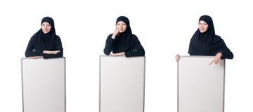 La donna musulmana con il bordo in bianco su bianco Fotografia Stock Libera da Diritti