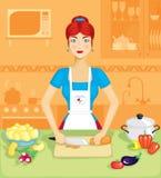 La donna nella cucina Immagini Stock Libere da Diritti