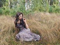 La donna nelle prendisole Fotografia Stock