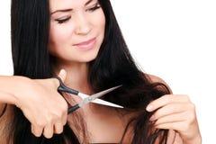 La donna non è soddisfatta dei suoi capelli fragili Fotografie Stock