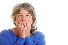 La donna pensionata è spaventata Immagini Stock Libere da Diritti