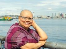 La donna riflette sopra la condizione medica fotografia stock libera da diritti