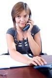 La donna risponde al telefono Fotografie Stock Libere da Diritti