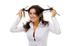 La donna rotea i suoi capelli con i bastoni Fotografia Stock