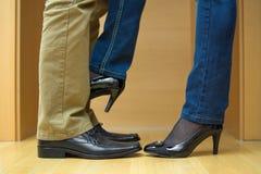 La donna seduce l'uomo Fotografia Stock Libera da Diritti