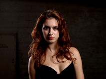 La donna sembra seria Fotografia Stock Libera da Diritti