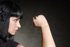 La donna serra il pugno Fotografia Stock Libera da Diritti