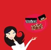 La donna sexy va acquistare - che genere di sacchetto di mano? Fotografie Stock Libere da Diritti