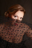 La donna si è chiusa da un merletto Immagini Stock Libere da Diritti