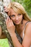 La donna si distende. Fotografie Stock