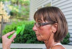 La donna si raffredda fotografie stock libere da diritti