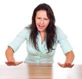 La donna è sollecitata e grida Immagine Stock