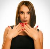 La donna sorpresa eccitata getta su Immagine Stock