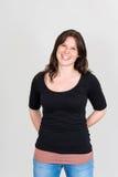 La donna sorridente con esamina la macchina fotografica Fotografia Stock Libera da Diritti