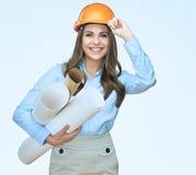 La donna sorridente di affari dell'architetto con i modelli ha isolato il portra Fotografia Stock
