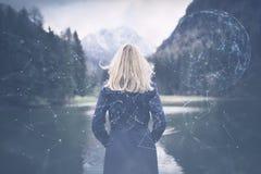 La donna sta da solo nel lago Immagine Stock Libera da Diritti