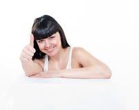 La donna sta mostrando il pollice su Immagini Stock