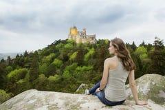 La donna sta viaggiando ad Europa fotografia stock libera da diritti