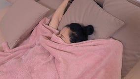 La donna sveglia a letto