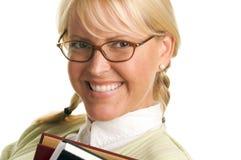 La donna sveglia trasporta la pila di libri Fotografia Stock