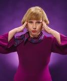La donna triste con un'emicrania Fotografie Stock