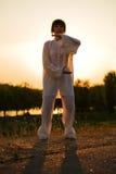 La donna in vestito bianco ha reso il taiji chuan - 12 Fotografie Stock