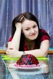 La donna vuole mangiare il grafico a torta Immagine Stock