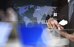 La doppia esposizione dell'uomo d'affari mostra la tecnologia moderna Immagini Stock Libere da Diritti
