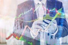 La doppia esposizione dell'uomo d'affari professionale collega lo sma di Internet Immagine Stock