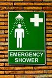 La douche de sécurité de secours de signe Images libres de droits