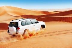 la duna 4x4 che colpisce è uno sport popolare dell'Arabo Fotografia Stock Libera da Diritti