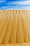 La duna di sabbia con il cielo nella priorità alta sarebbe grande per fondo Fotografie Stock Libere da Diritti