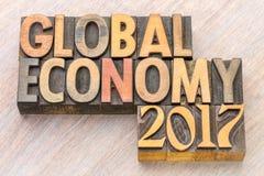 La economía global 2017 - redacte el extracto en el tipo de madera Fotografía de archivo