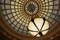 La ejecución de cristal de centro cultural de la bola de Chicago Tiffany fotografía de archivo libre de regalías