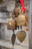 La ejecución de la campana en un templo Imagen de archivo