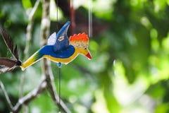 La ejecución de madera del pájaro adorna Foto de archivo