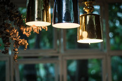 La ejecución incandescente hermosa de la bombilla adornó roo interior Imágenes de archivo libres de regalías