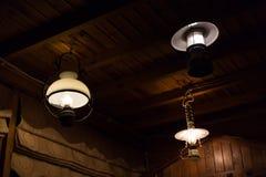 La ejecución ligera de la electricidad de la lámpara adorna el diseño interior casero Imagen de archivo