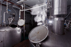 La elaboración de la cerveza reviste con cobre Foto de archivo libre de regalías