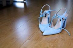 La elegancia de la mujer depende de sus zapatos Fotografía de archivo libre de regalías