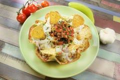 La empanada de la tortilla llenada de la carne del pollo derritió el queso y el arroz foto de archivo libre de regalías