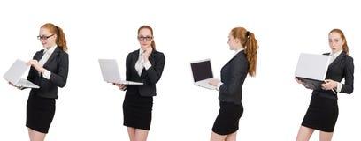 La empresaria con el ordenador portátil aislado en blanco imagenes de archivo