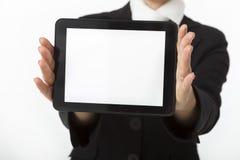 La empresaria está mostrando la tableta digital imagen de archivo
