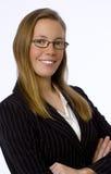 La empresaria joven sonríe con confianza en la cámara Imagenes de archivo