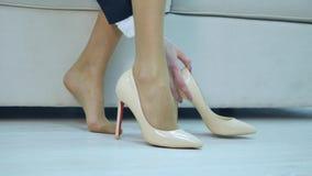 La Tacones Stock Metraje Empresaria Zapatos Lleva Altos Los De Lc54q3RAj