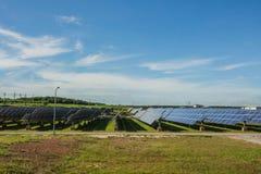 La energía solar, célula solar es un uso limpio y de la energía gratis fotos de archivo