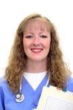 La enfermera sonriente con el estetoscopio y friega Foto de archivo libre de regalías